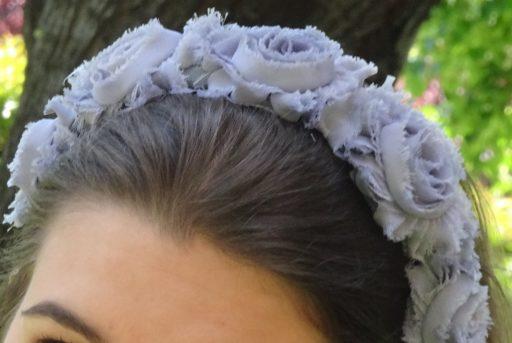 diadema flores gris